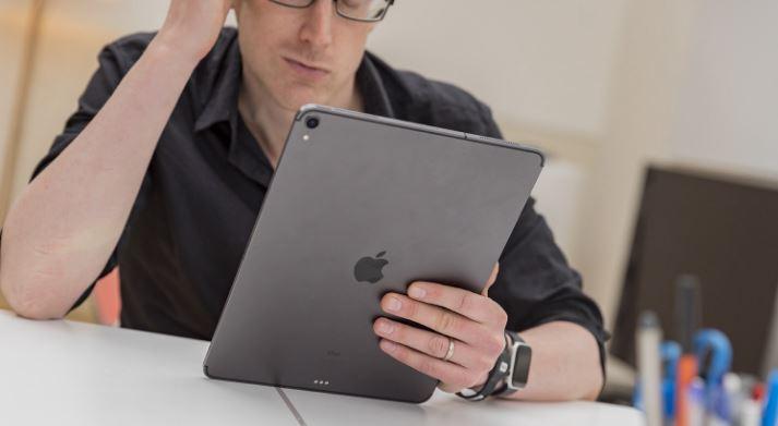سبب عدم احتواء iPad على آلة حاسبة من Apple